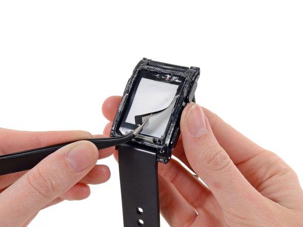 拆掉电子纸的显示薄膜 - 第一款智能手表Pebble的拆解 ...