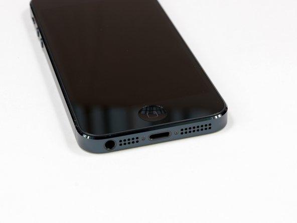 de iPhone 5 heeft 2 pentalobe schroeven aan de onderkant