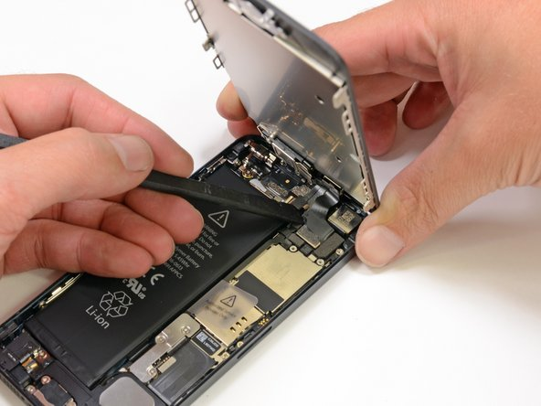 display connector haal je los met een plastic tool